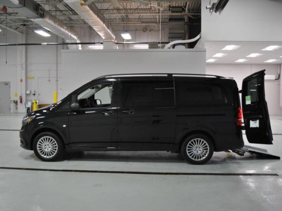 BLACK Mercedes-Benz Metris image number 4