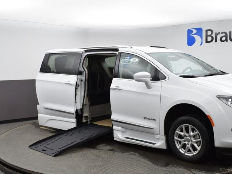 White Chrysler Pacifica with Side Entry Automatic Fold Out ramp
