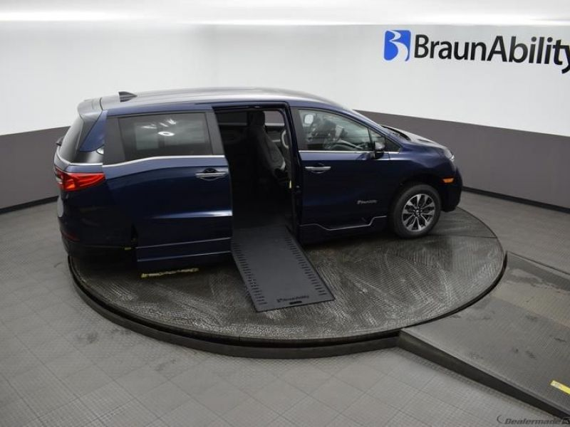 Blue Honda Odyssey image number 21
