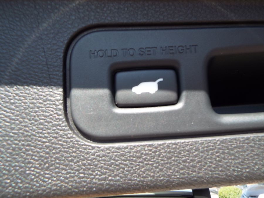 White Honda Odyssey image number 29