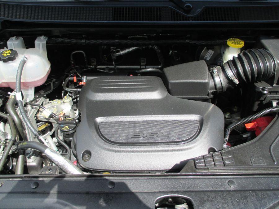 Gray Chrysler Voyager image number 27