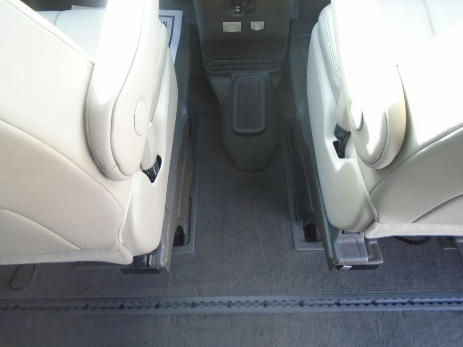 Gold Toyota Sienna image number 12