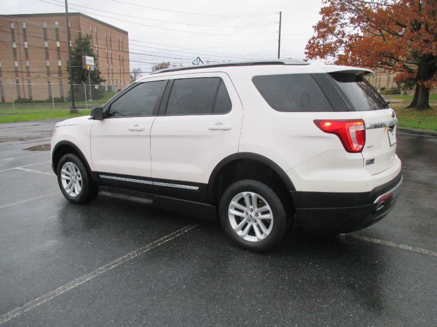 White Ford Explorer image number 3