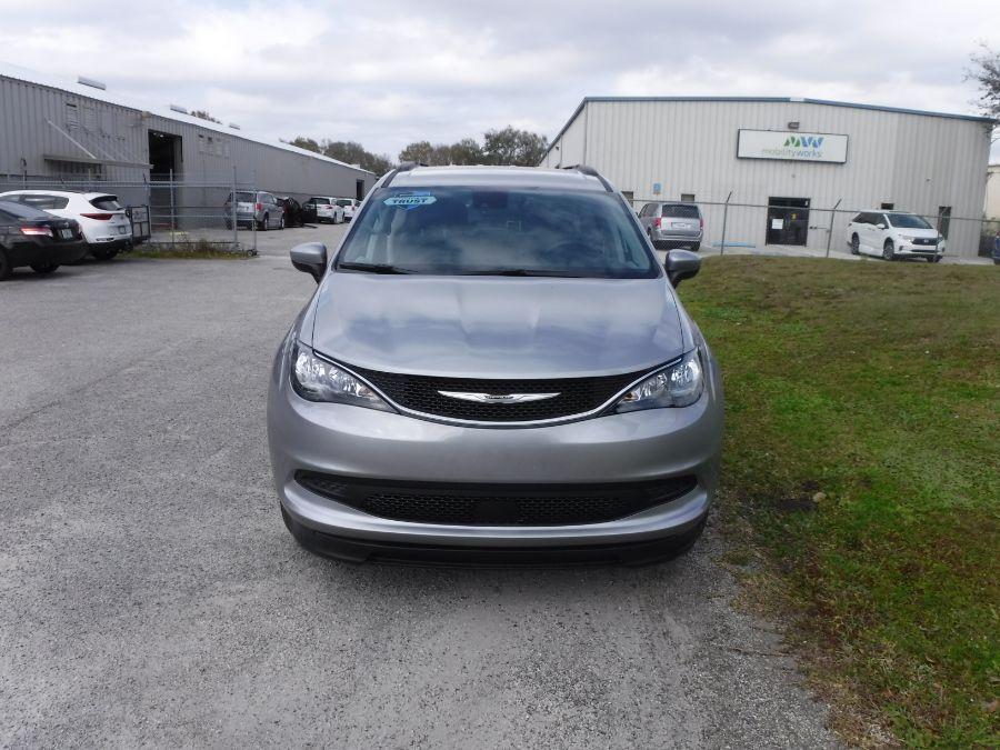 Silver Chrysler Voyager image number 1
