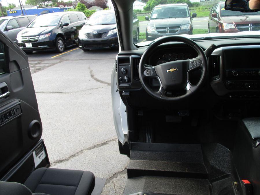 White Chevrolet Silverado 1500 image number 13