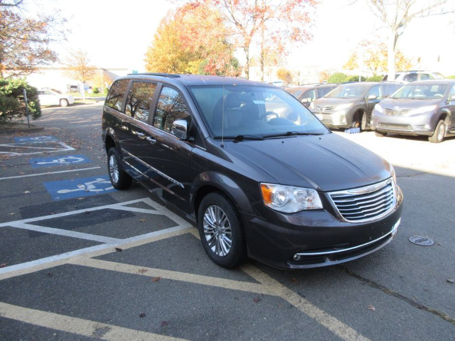 Gray Chrysler Town and Country image number 5