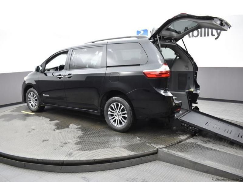Black Toyota Sienna with Rear Entry Manual Fold Out ramp