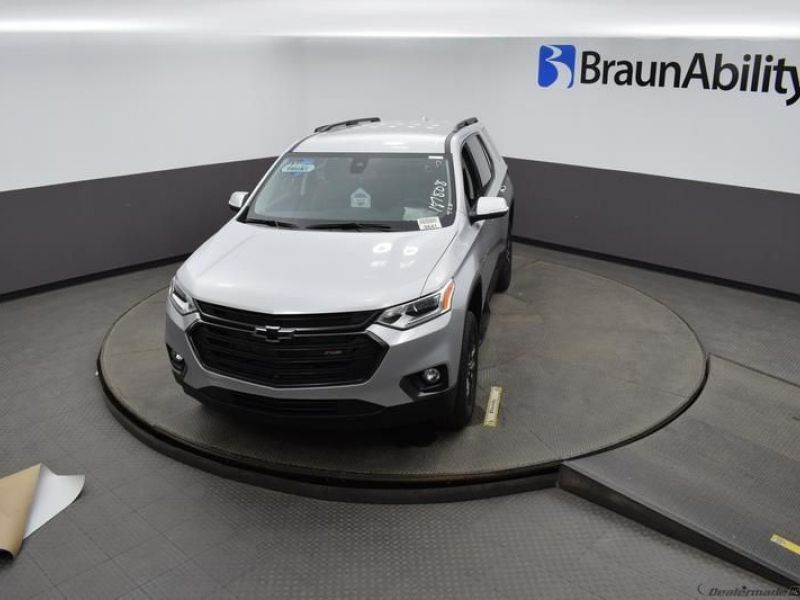 Silver Chevrolet Traverse image number 19