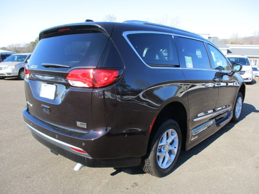 Brown Chrysler Pacifica image number 6