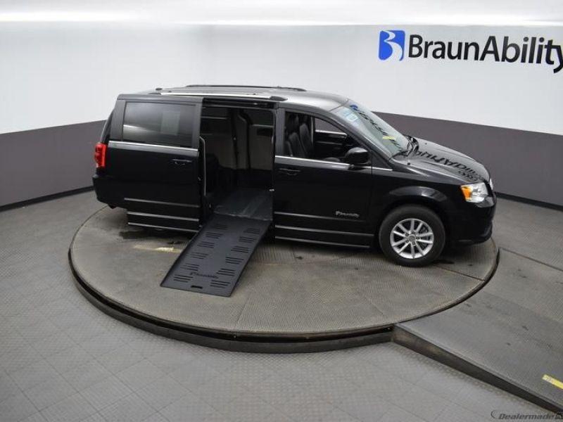 Black Dodge Grand Caravan image number 25