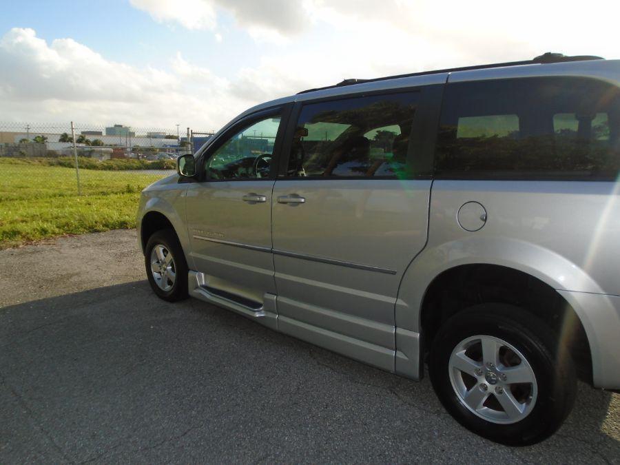 Silver Dodge Grand Caravan image number 13