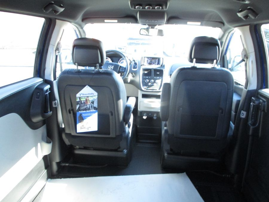 Blue Dodge Grand Caravan image number 26