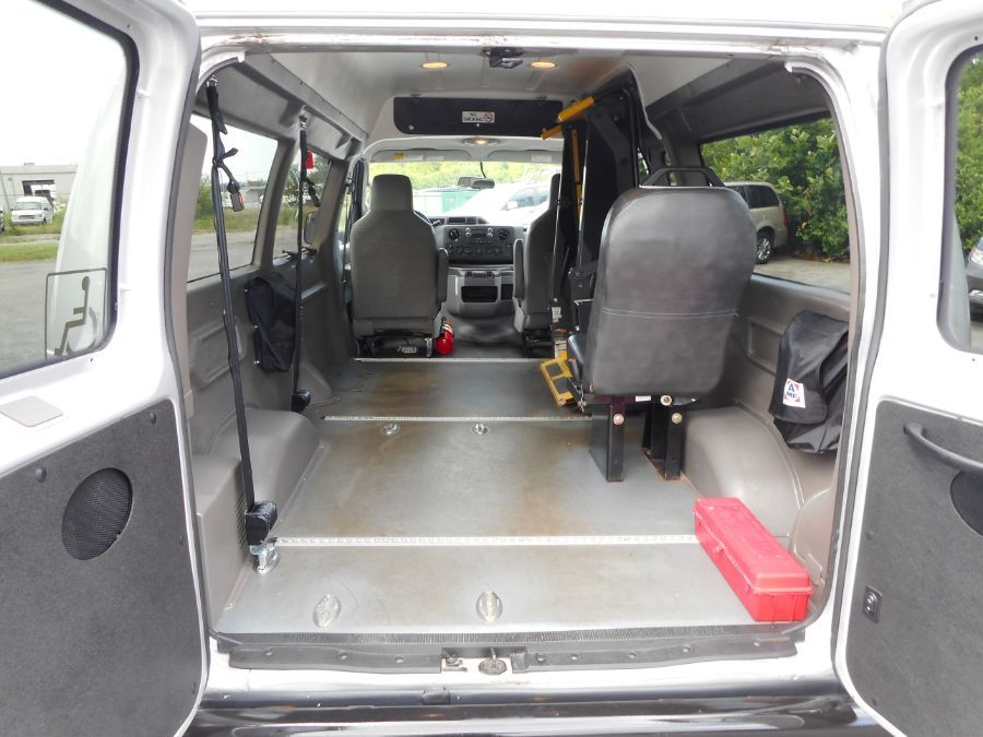 Silver Ford E-150 image number 20