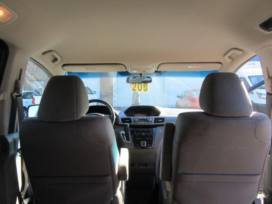 Brown Honda Odyssey image number 15