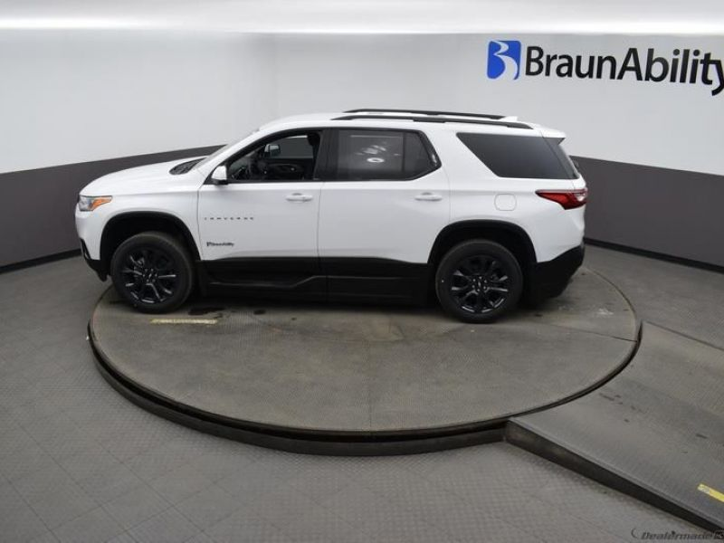 White Chevrolet Traverse image number 20