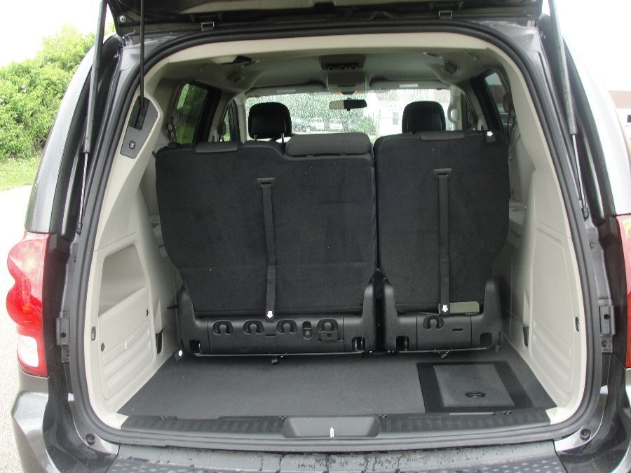 Gray Dodge Grand Caravan image number 19