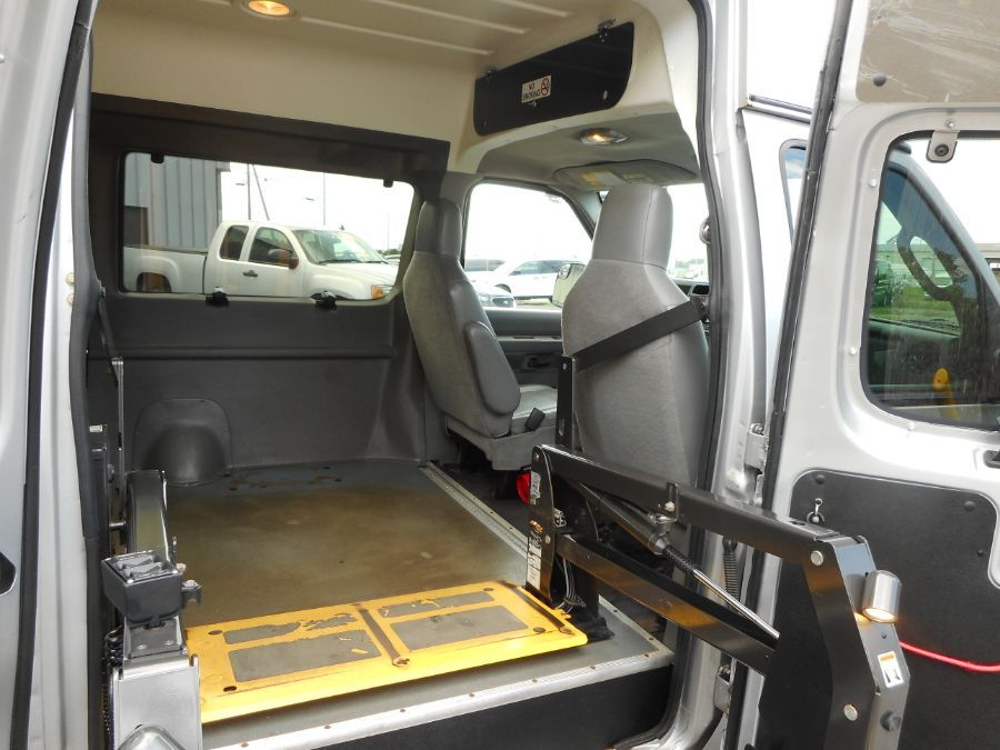 Silver Ford E-150 image number 18