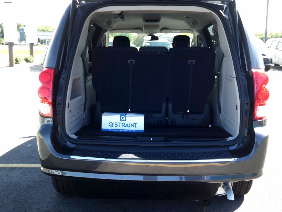 Gray Dodge Grand Caravan image number 15