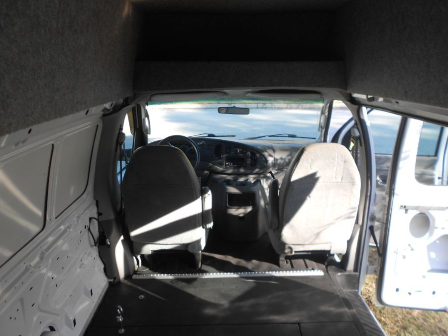 White Ford E-Series Cargo image number 10