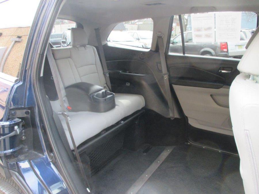 Blue Honda Pilot image number 5