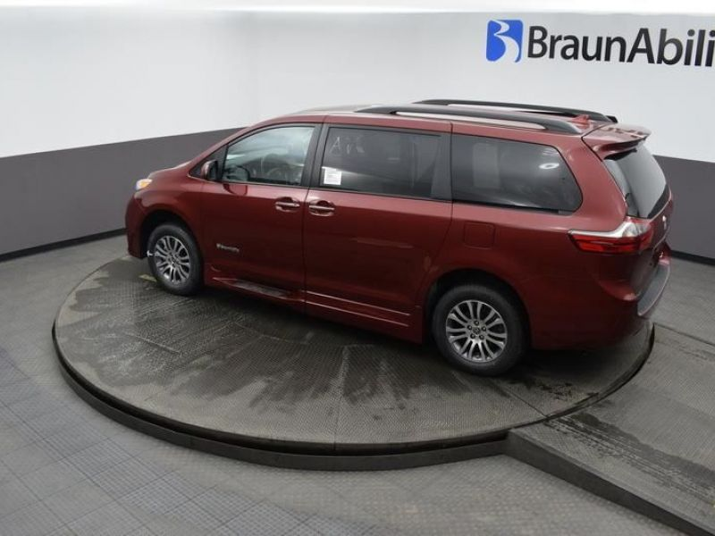 Red Toyota Sienna image number 23
