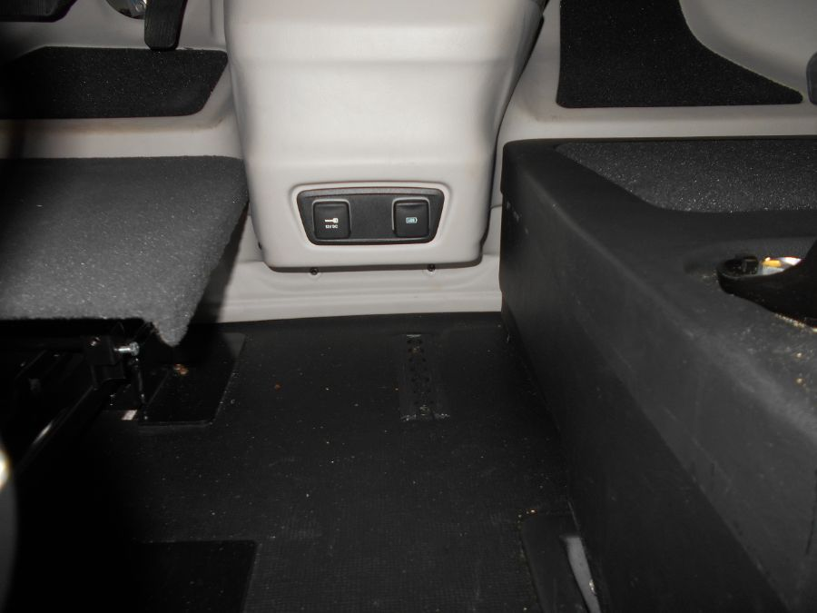 Gray Chrysler Pacifica image number 14