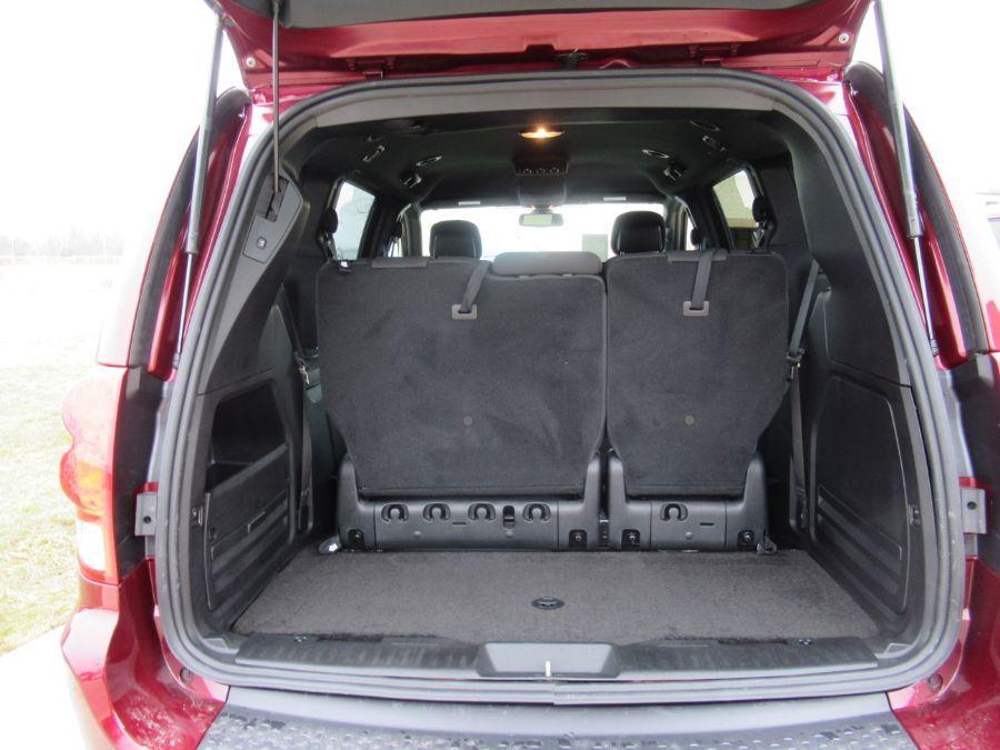 Red Dodge Grand Caravan image number 17