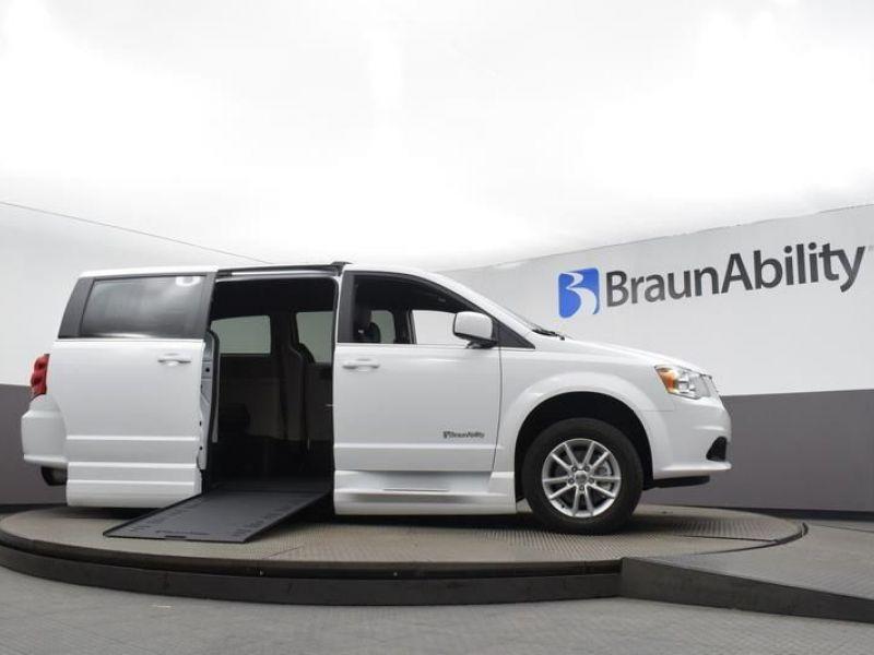 White Dodge Grand Caravan image number 25