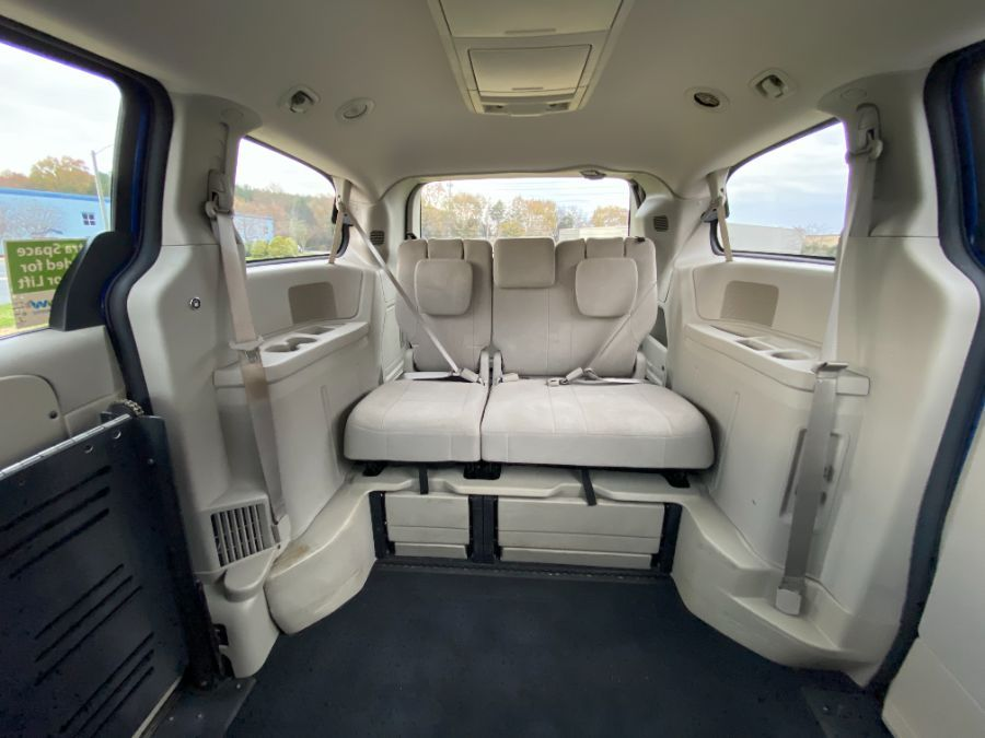 Blue Dodge Grand Caravan image number 12
