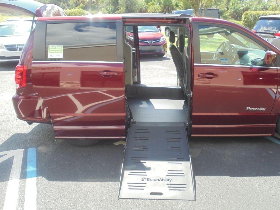 Red Dodge Grand Caravan image number 18