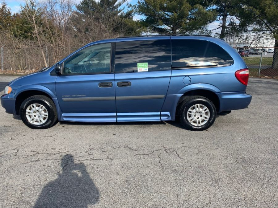 Blue Dodge Grand Caravan image number 2