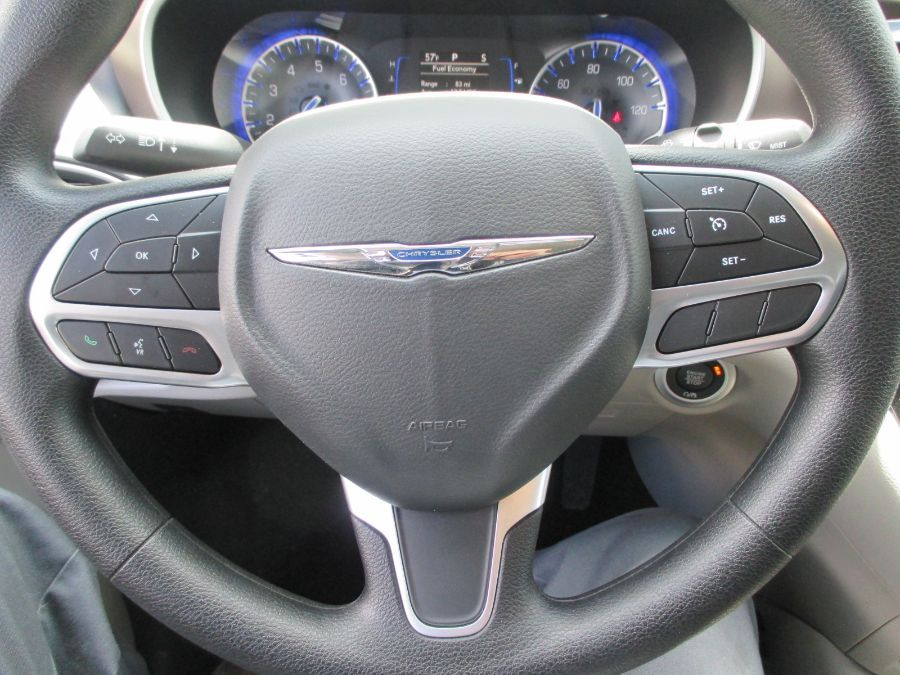 Gray Chrysler Voyager image number 26