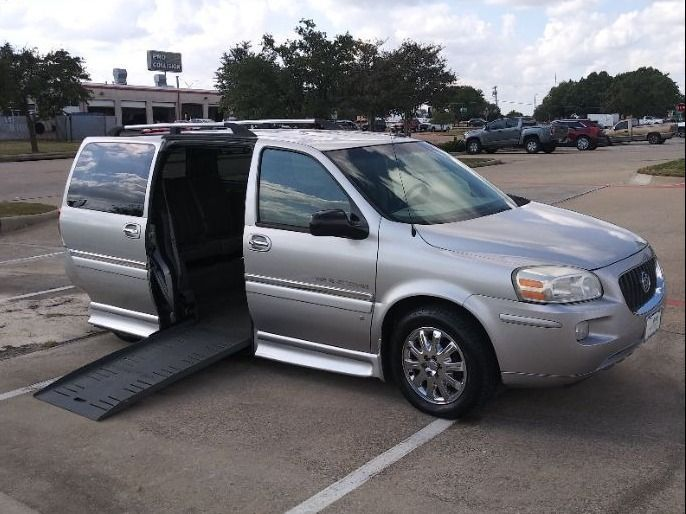 Silver Buick Terraza image number 9