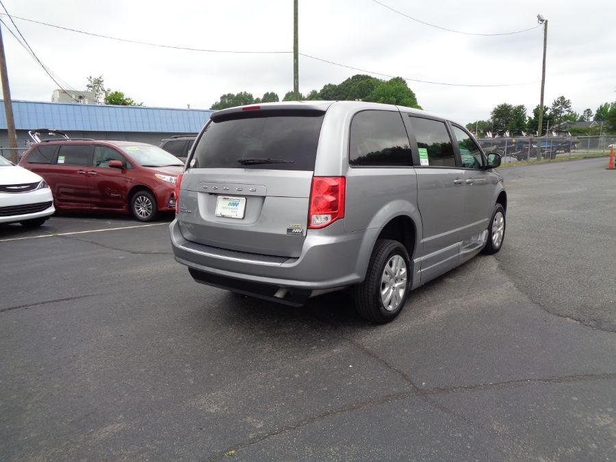 Silver Dodge Grand Caravan image number 30