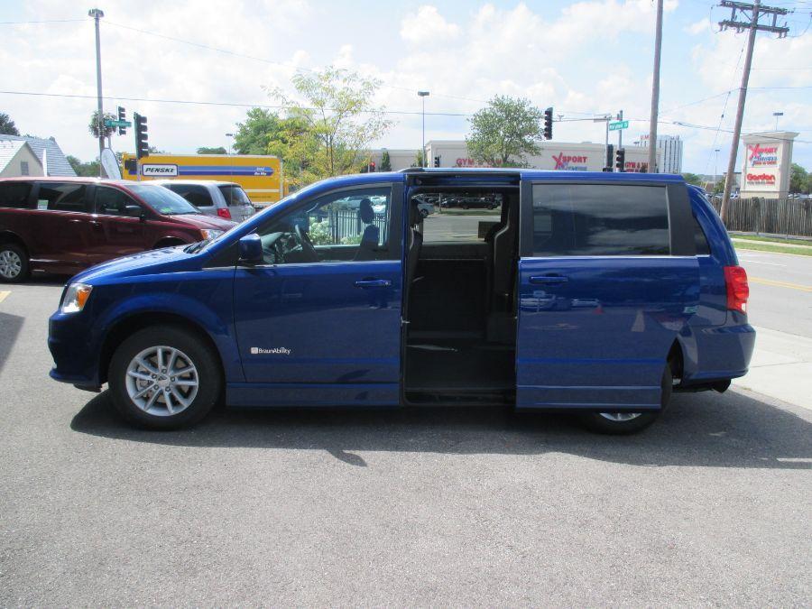 Blue Dodge Grand Caravan image number 22