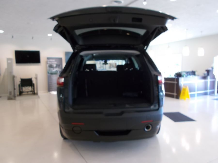 Gray Chevrolet Traverse image number 8