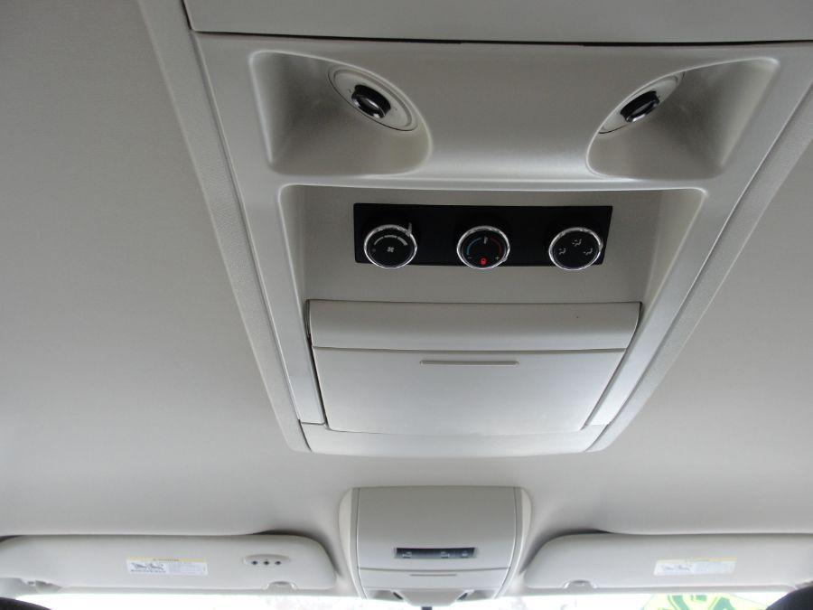 Gray Volkswagen Routan image number 11