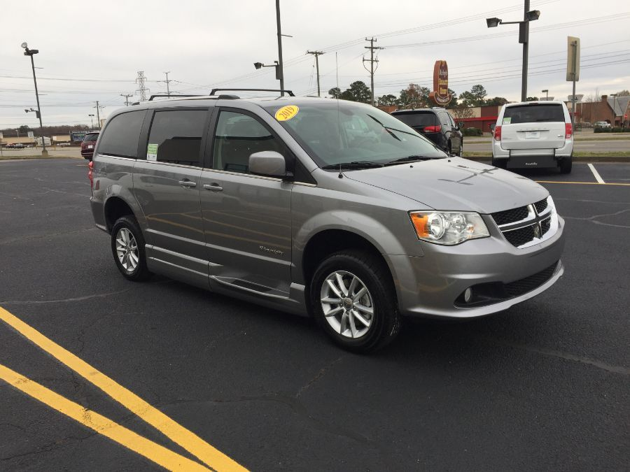 Silver Dodge Grand Caravan image number 31
