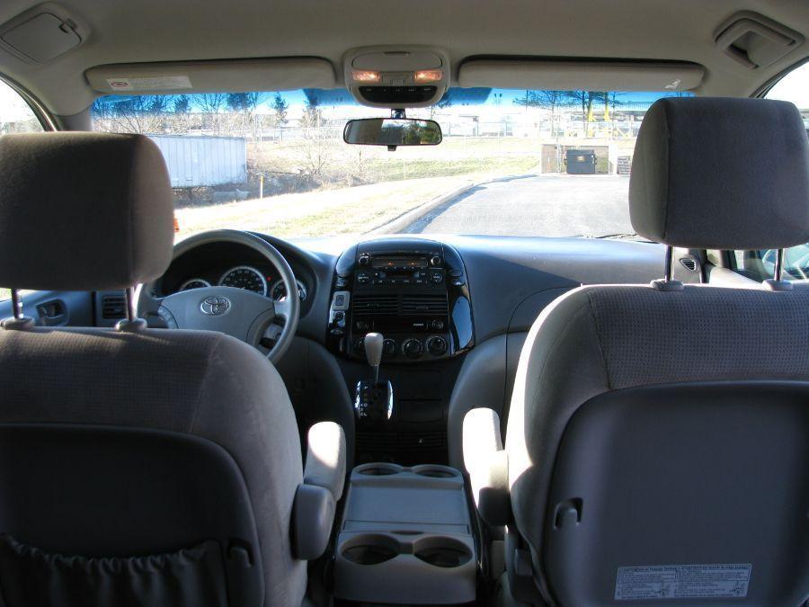 Toyota Sienna image number 8