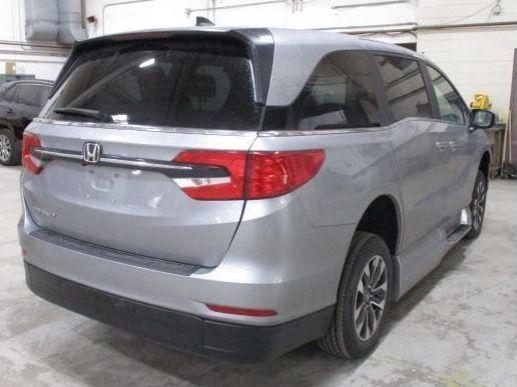 Silver Honda Odyssey image number 6