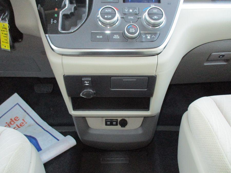 Brown Toyota Sienna image number 12