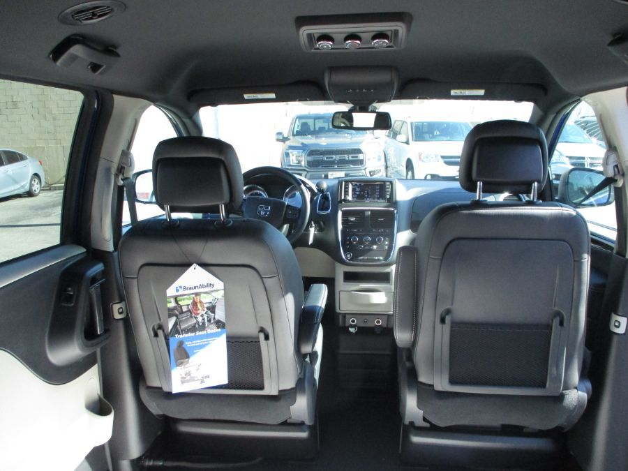 Blue Dodge Grand Caravan image number 23