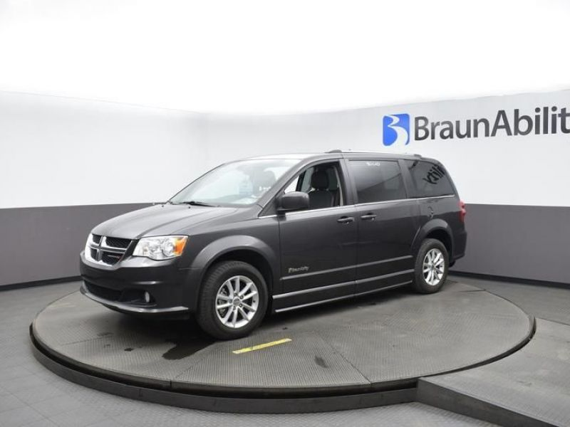 Gray Dodge Grand Caravan image number 3