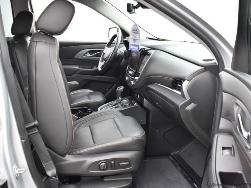Silver Chevrolet Traverse image number 8