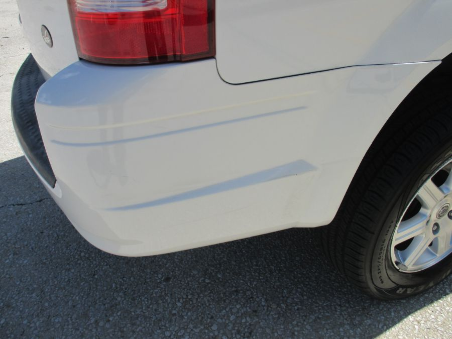 White Chrysler Town and Country image number 20