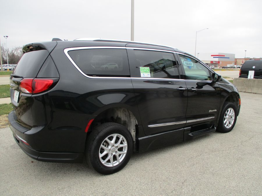 Black Chrysler Pacifica image number 8
