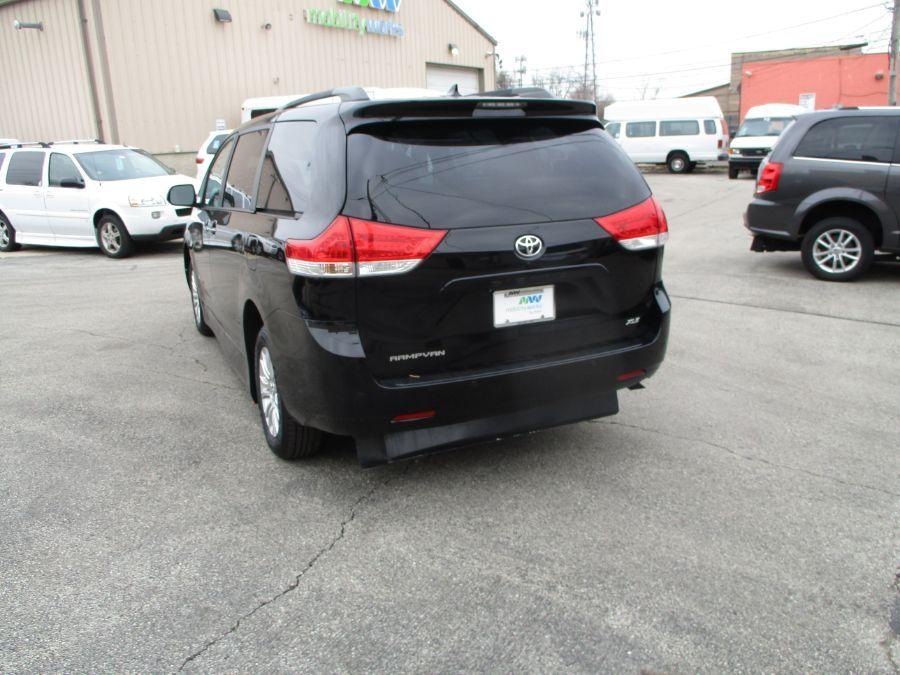 Black Toyota Sienna image number 19