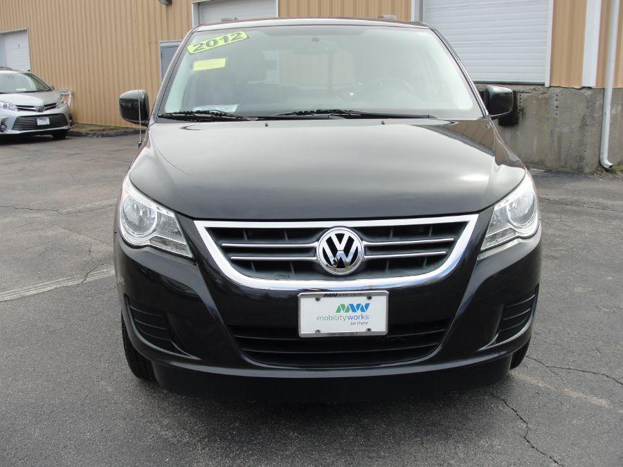 Gray Volkswagen Routan image number 2