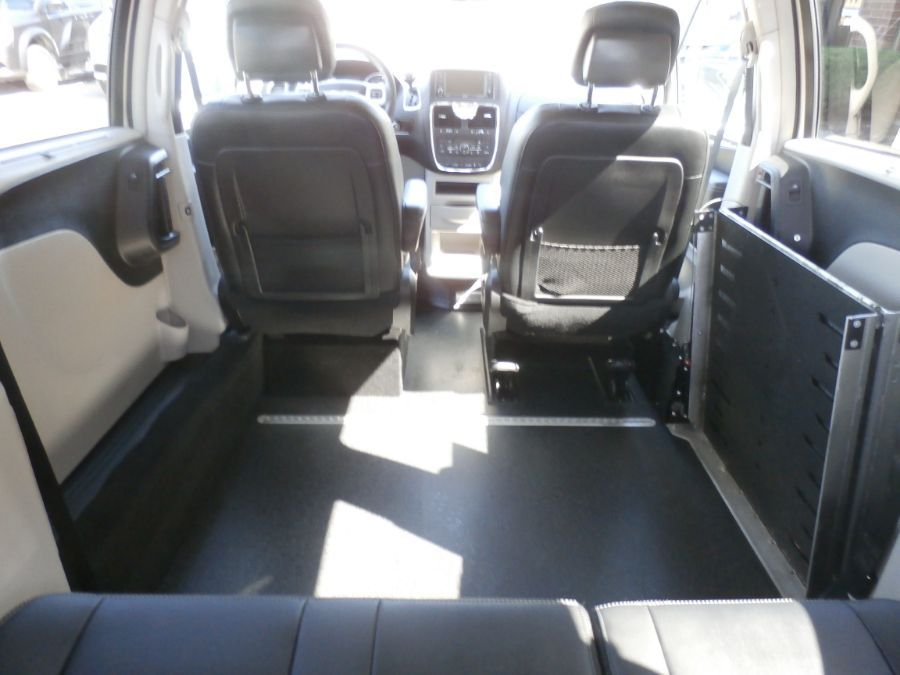 BROWN Chrysler Town and Country image number 38