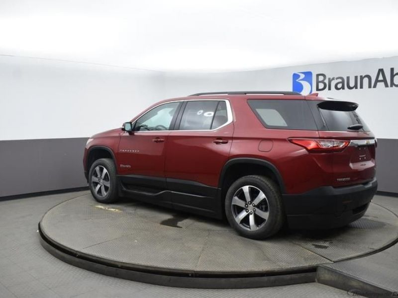 Red Chevrolet Traverse image number 4